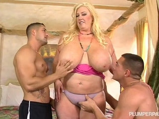 Curvy Southern MILF Zoey Andrews Fucks Young Studs